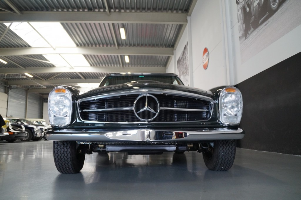 Buy this MERCEDES-BENZ 280 1968  at Legendary Classics (20)