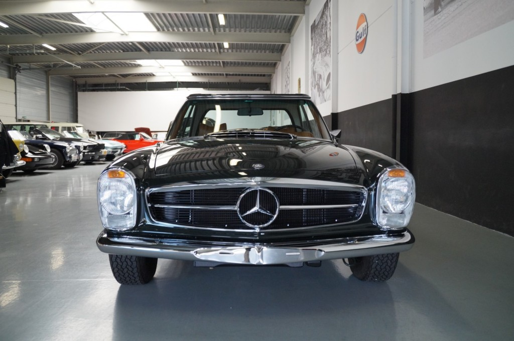 Buy this MERCEDES-BENZ 280 1968  at Legendary Classics (21)