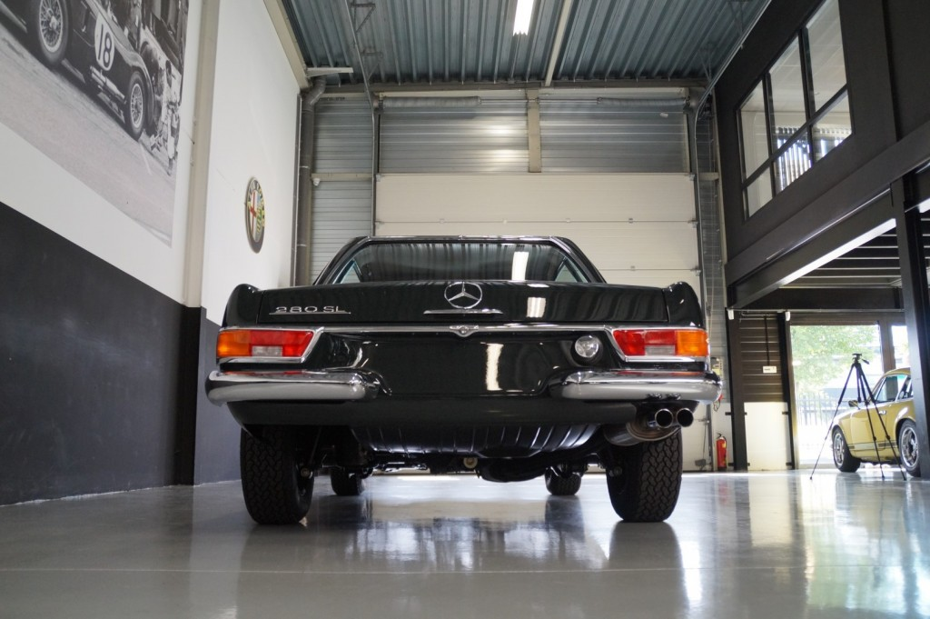 Buy this MERCEDES-BENZ 280 1968  at Legendary Classics (27)