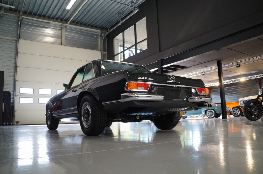 Buy this MERCEDES-BENZ 280 1968  at Legendary Classics (30)