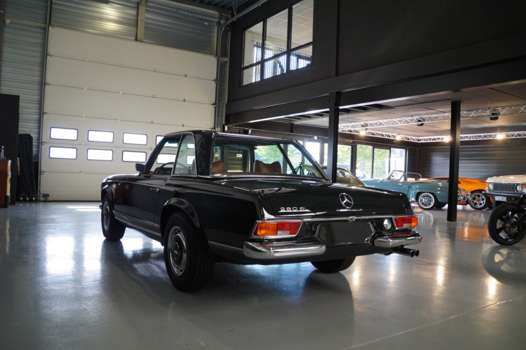Buy this MERCEDES-BENZ 280 1968  at Legendary Classics (31)