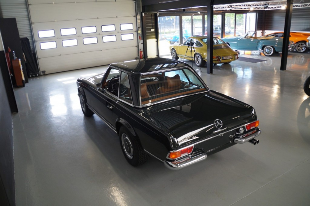 Buy this MERCEDES-BENZ 280 1968  at Legendary Classics (32)