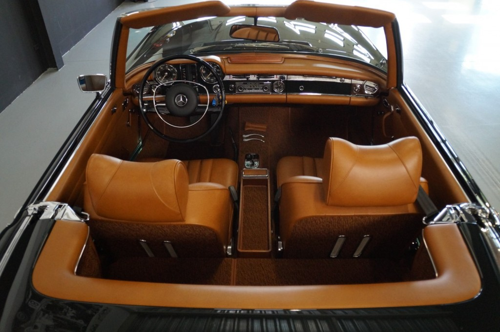 Buy this MERCEDES-BENZ 280 1968  at Legendary Classics (7)