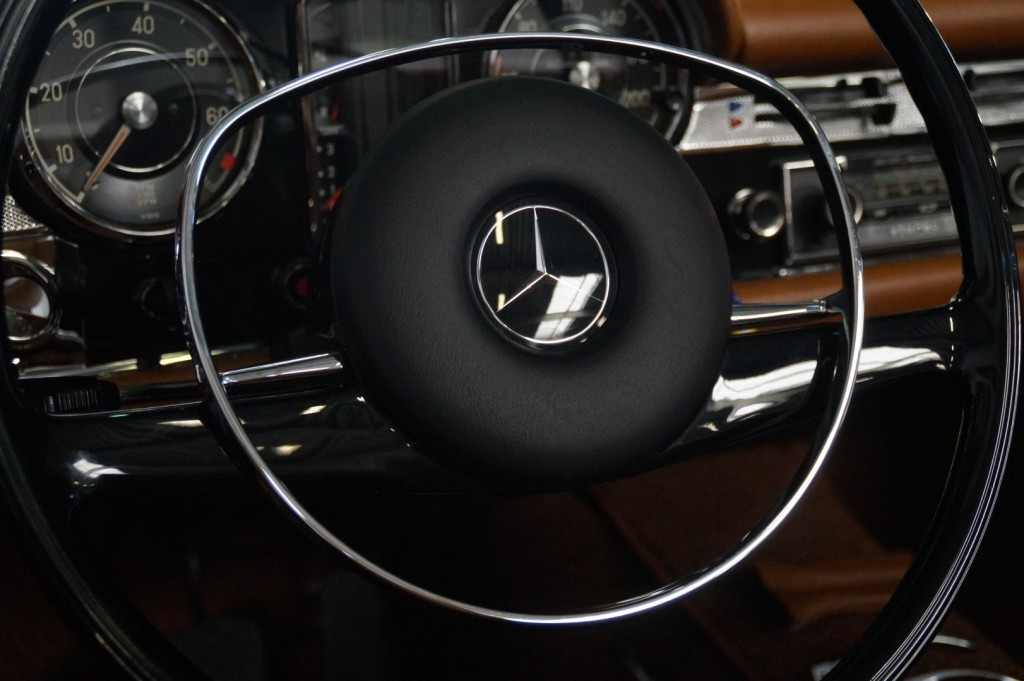 Buy this MERCEDES-BENZ 280 1968  at Legendary Classics (8)