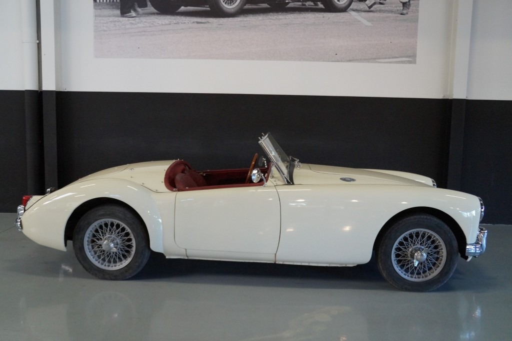Buy this MG A 1957  at Legendary Classics (22)