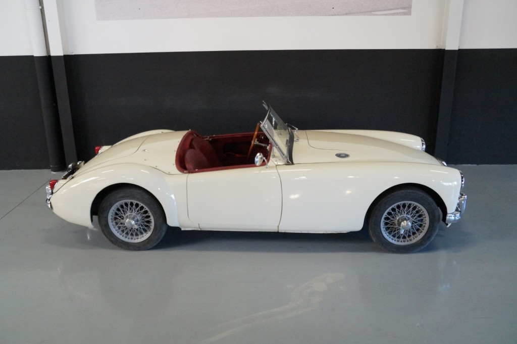 Buy this MG A 1957  at Legendary Classics (23)