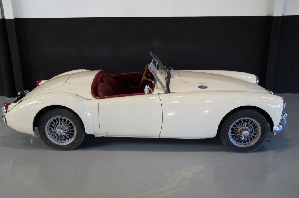 Buy this MG A 1957  at Legendary Classics (24)