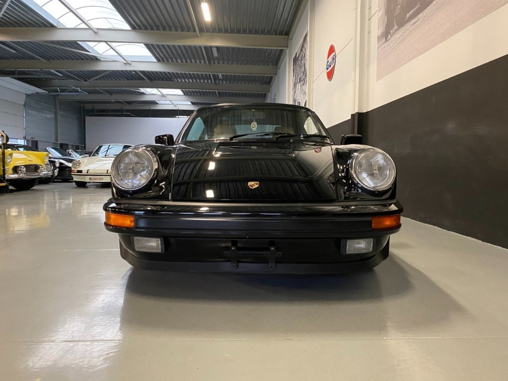 Buy this PORSCHE 911 1985  at Legendary Classics (18)