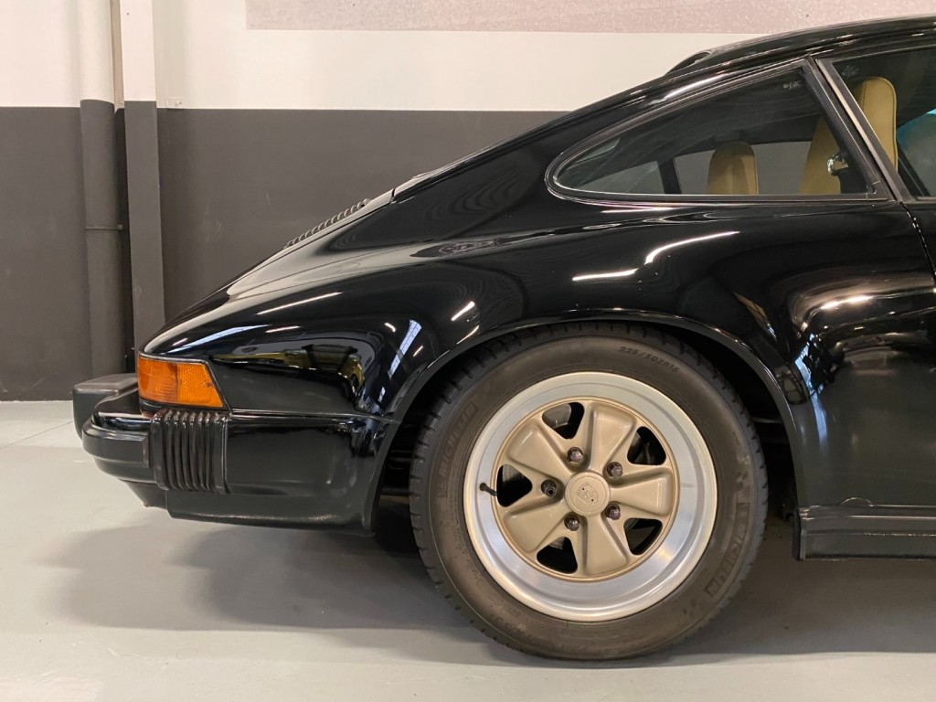 Buy this PORSCHE 911 1985  at Legendary Classics (9)