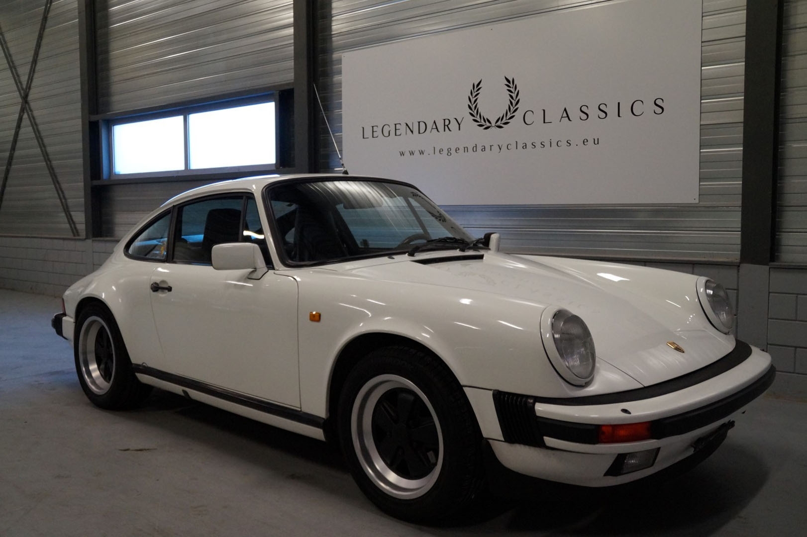 Buy this Porsche 911 Carrera 3.2   at Legendary Classics (1)