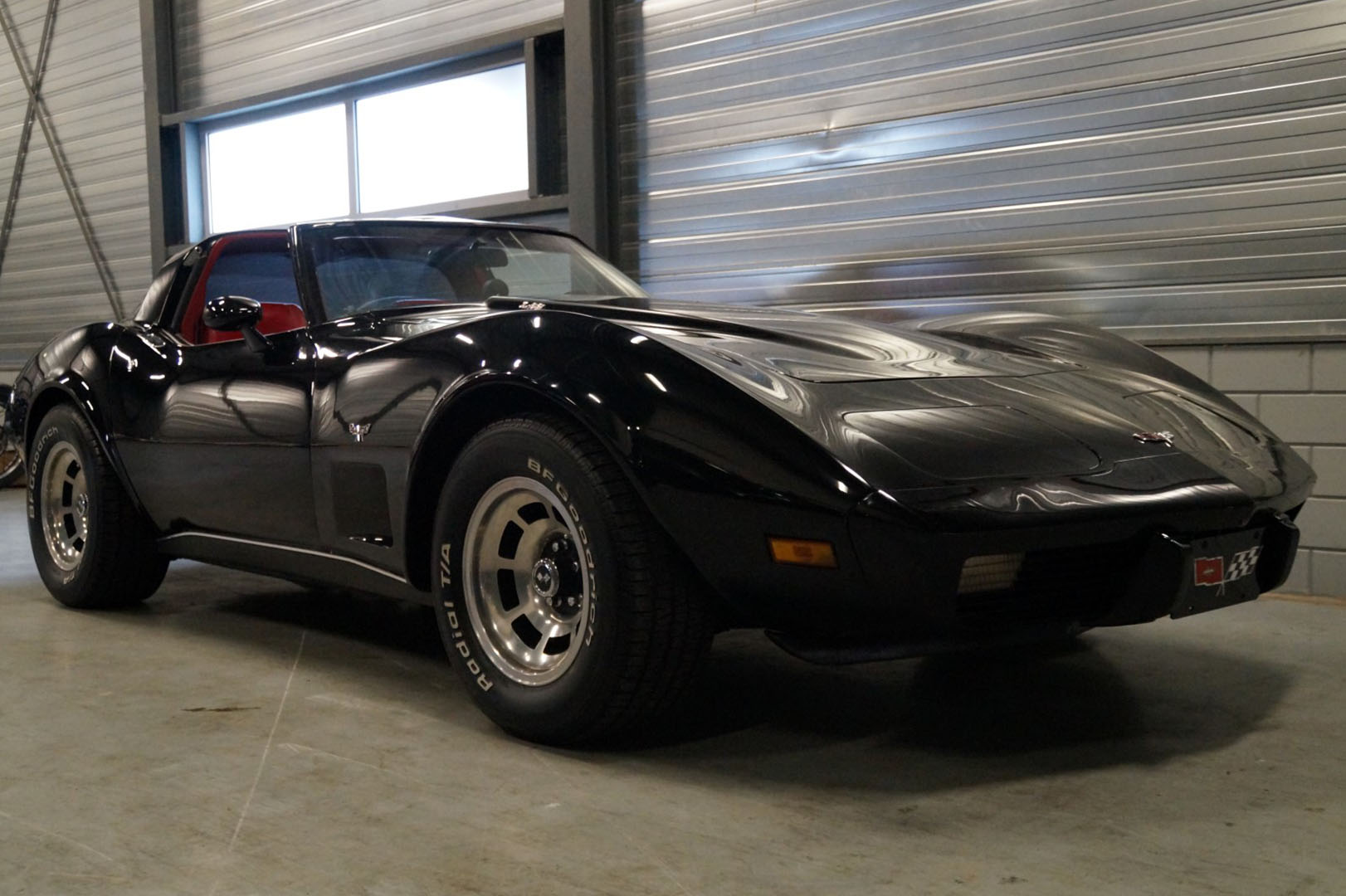 Koop een Corvette C3 stingray T-top   bij Legendary Classics